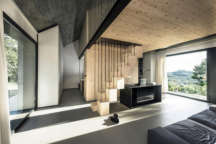 Compact Karst House Photo: Janez Marolt