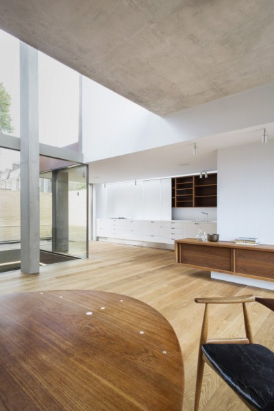 Levring-House-modern-London-residential-house-Jamie-Fobert-Architects-RIBA-Award-Doughty-Mews-interior-682x1024