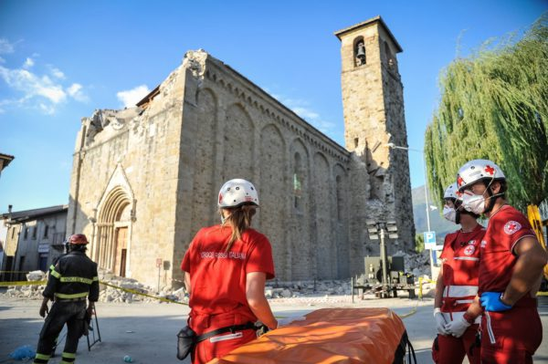Volunteers of the Italian Red Cross committed during the earthquake emergency in Amatrice on August 26, 2016 in Amatrice, Italy. Photo: Gianluca Fortunato